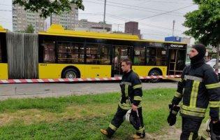 У Києві в тролейбус кинули пляшку з запальною сумішшю: є постраждалі