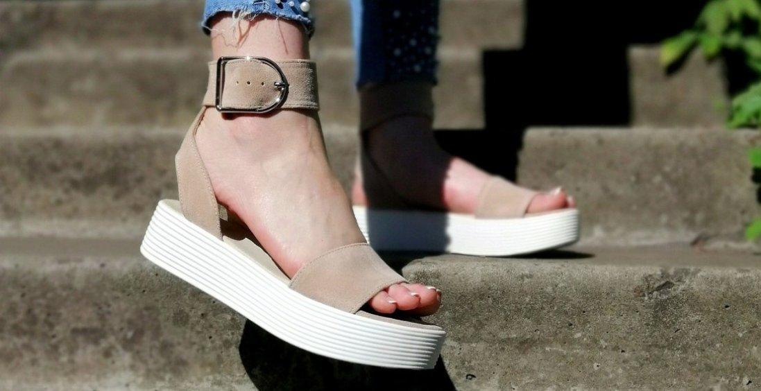 Як вибрати взуття на літо і не заробити плоскостопість