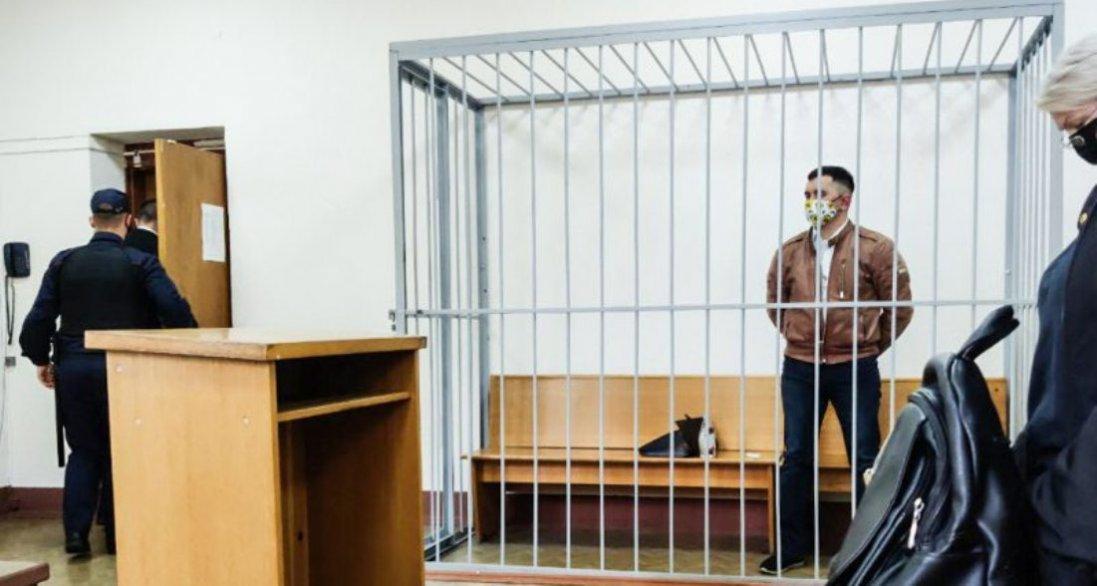 У Білорусі політв'язень намагався ручкою перерізати собі горло під час суду