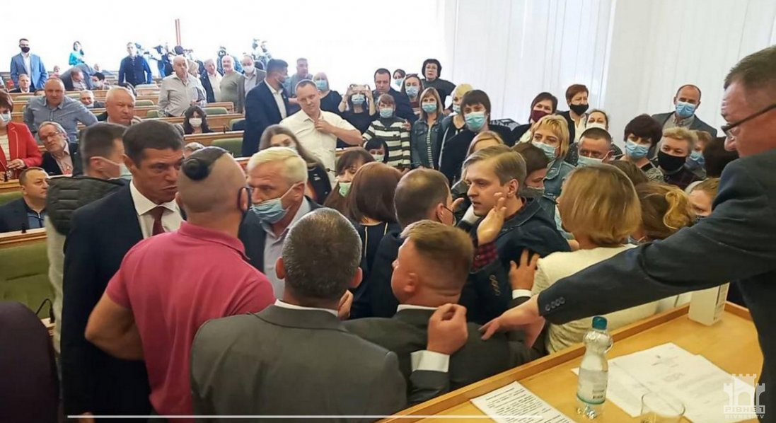 Депутати Рівненської облради влаштували масову бійку