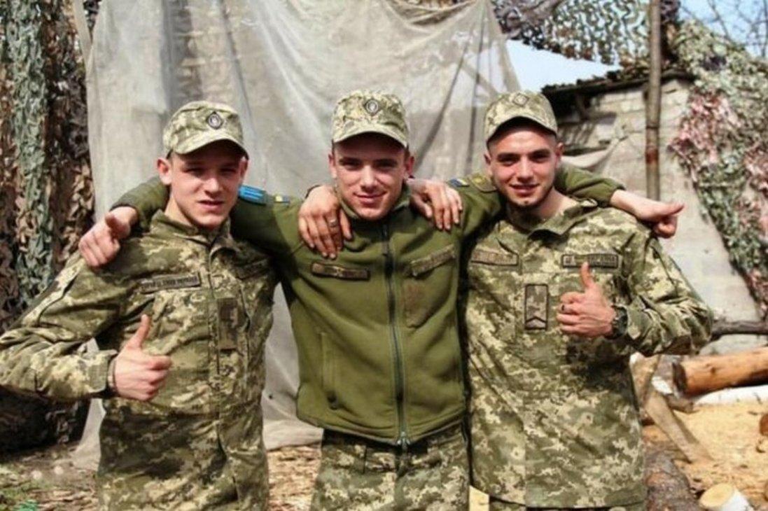Три рідні брати стали побратимами і разом боронять Україну