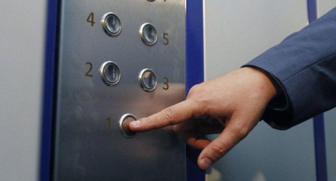 У Польщі з 15-го поверху зірвався ліфт із двома українцями