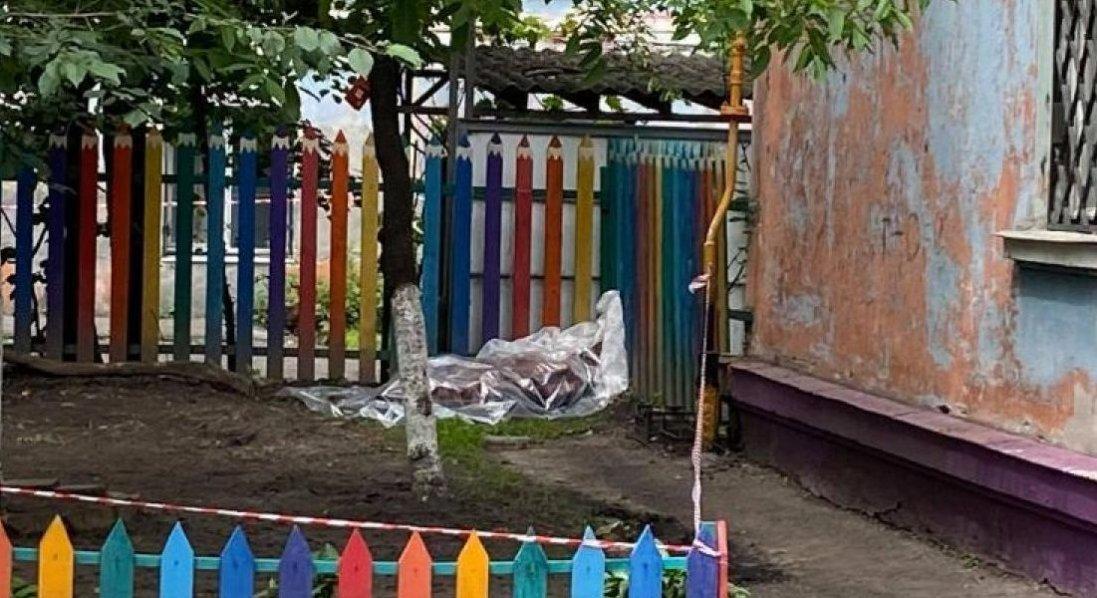 Замотане у килим: в центрі міста в Полтавській області знайшли тіло 27-річного чоловіка