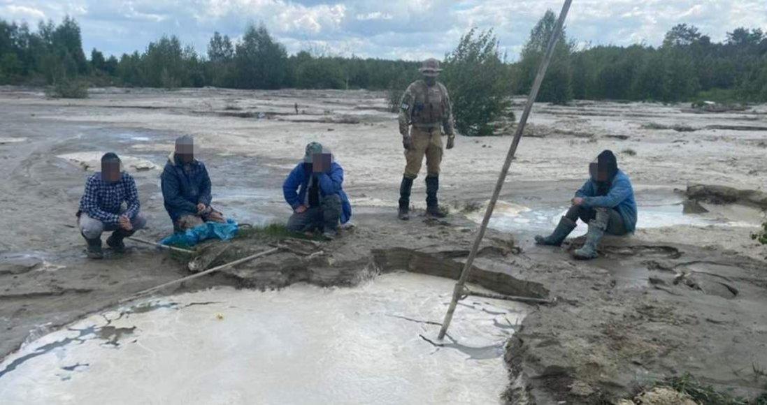 На Рівненщині вилучили контрабанду бурштину на 5 млрд грн