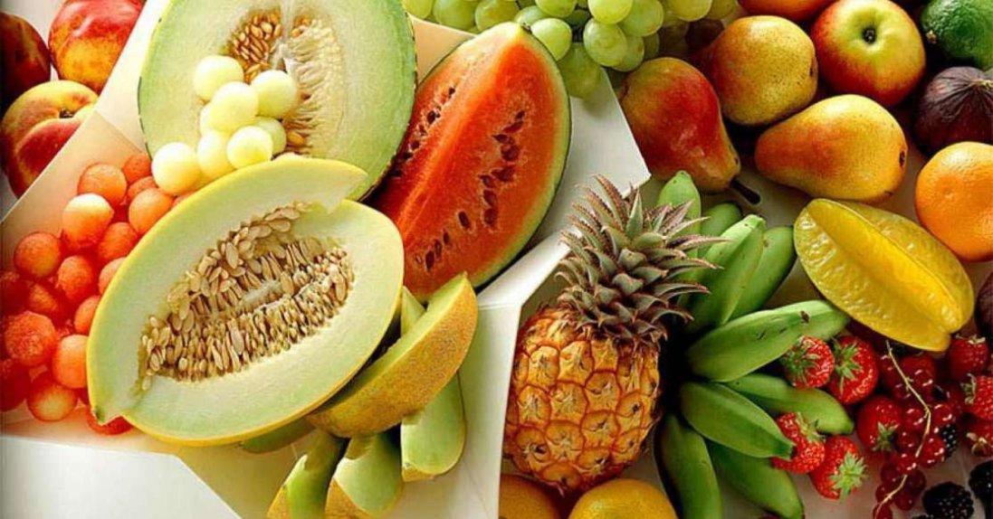 Чому не можна їсти фрукти після їжі