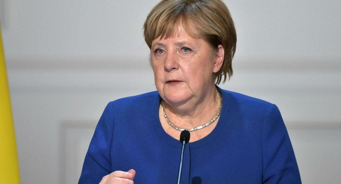 Батьки Протасевича просять допомоги в Меркель