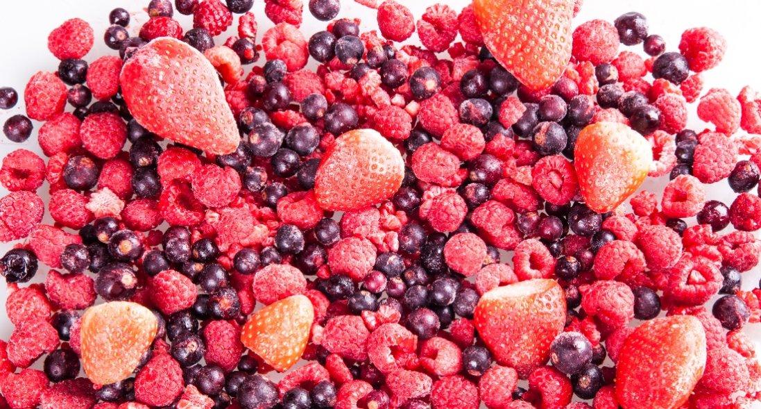 Як правильно заморожувати ягоди і фрукти на зиму