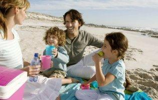 Ідеальний перекус на пляжі: які продукти найкраще брати