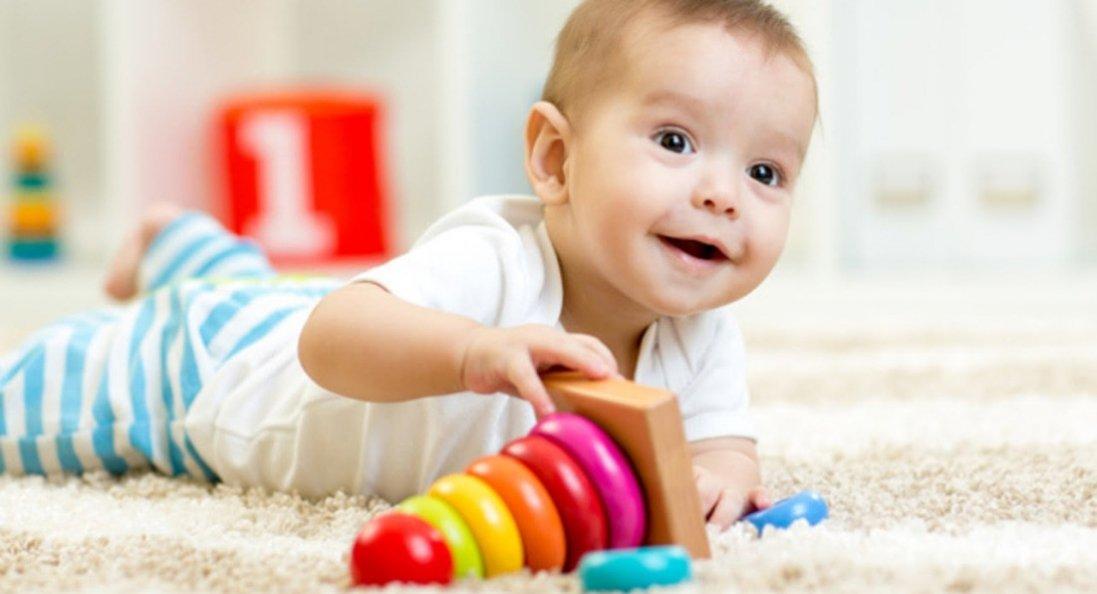 Вчать пізнавати світ та розв'язувати проблеми: навіщо дітям розвивальні іграшки