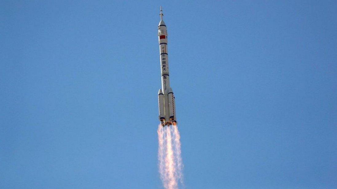 «Шеньчжоу-12»: Китай запустив перший екіпаж на нову космічну станцію