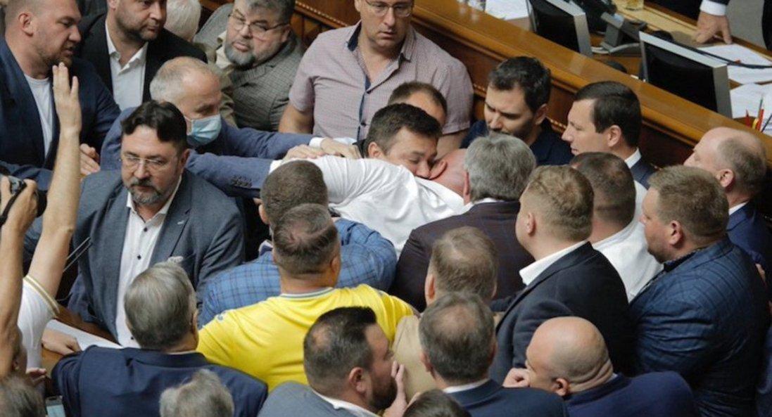 У Раді побилися нардепи Кива й Тищенко
