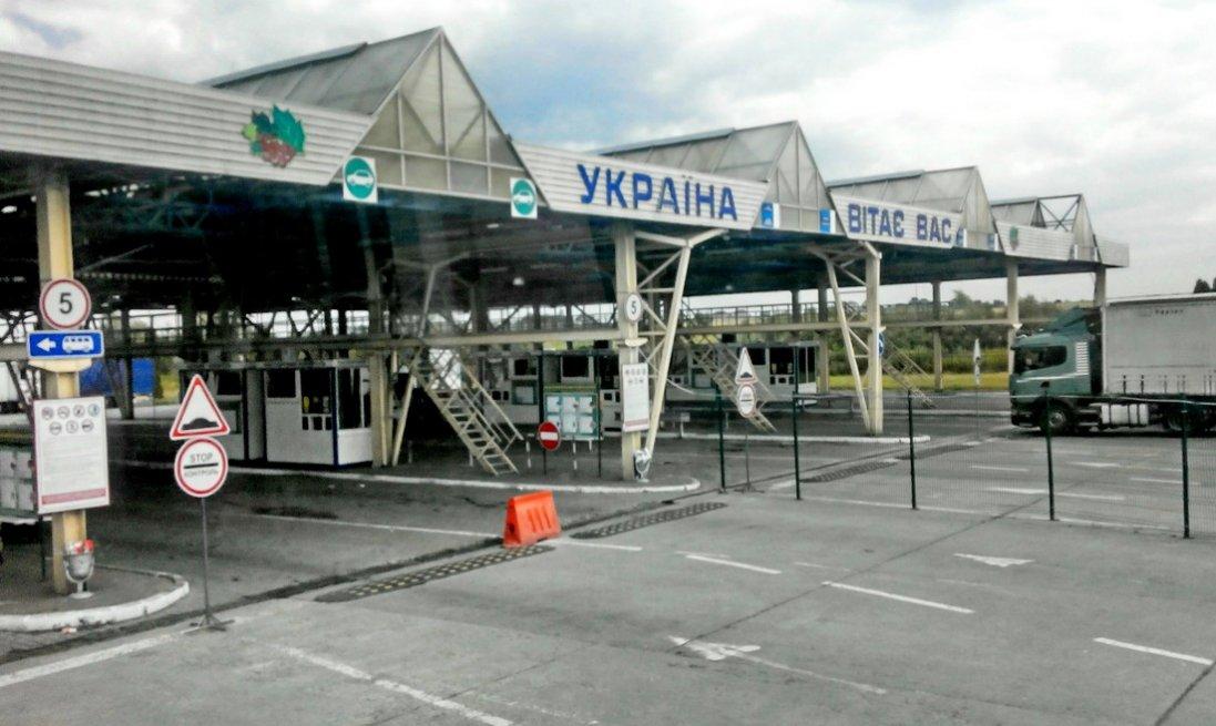 В Україні відкривають усі пункти пропуску з Польщею