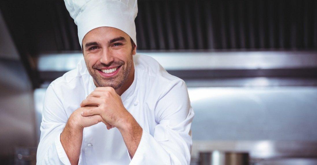 10 страв, які не можна замовляти в ресторанах