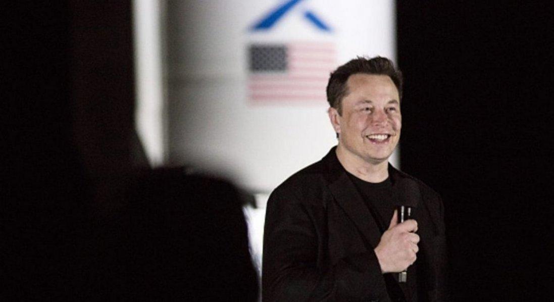 Засновник Tesla називає себе «Ілон Маск Другий»