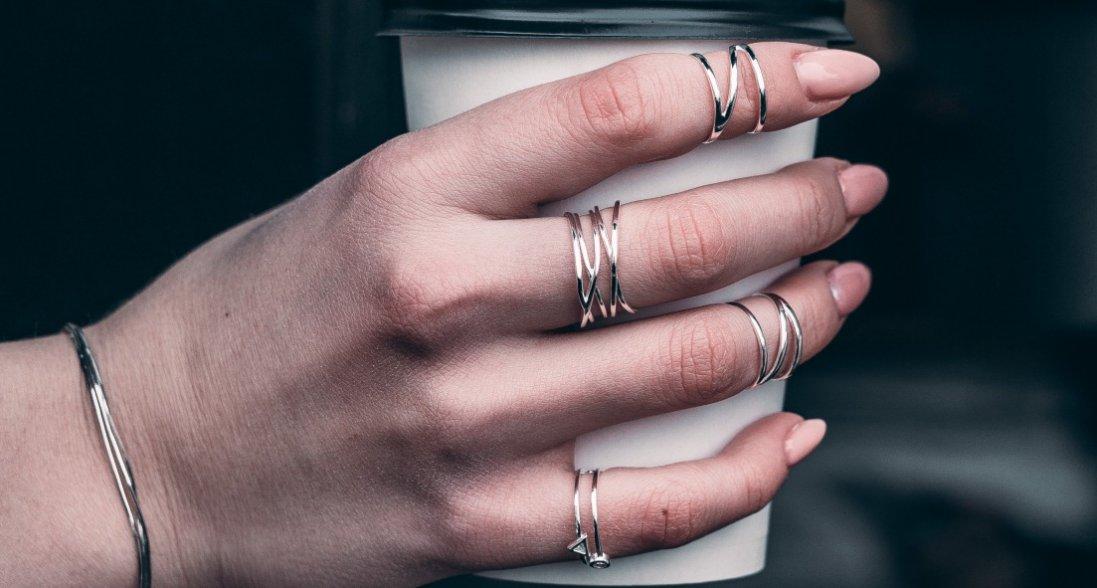 На яких пальцях не можна носити персні