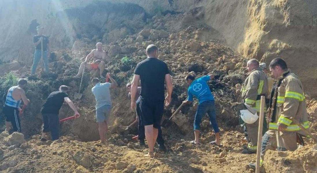 Зсув ґрунту біля бази відпочинку на Одещині: постраждалих поки не виявлено