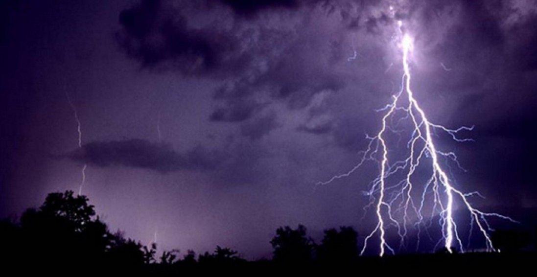 На Львівщині підлітка вбила блискавка