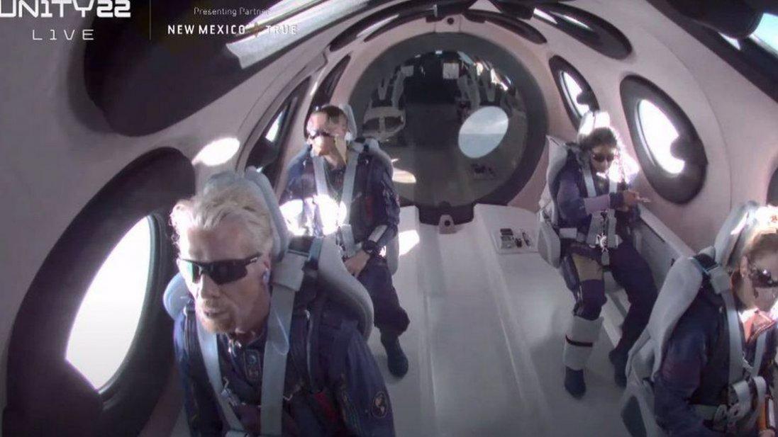 Засновник Virgin Бренсон злітав у космос
