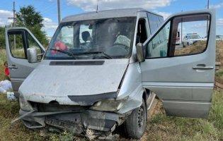 На Луганщині автобус вилетів у кювет