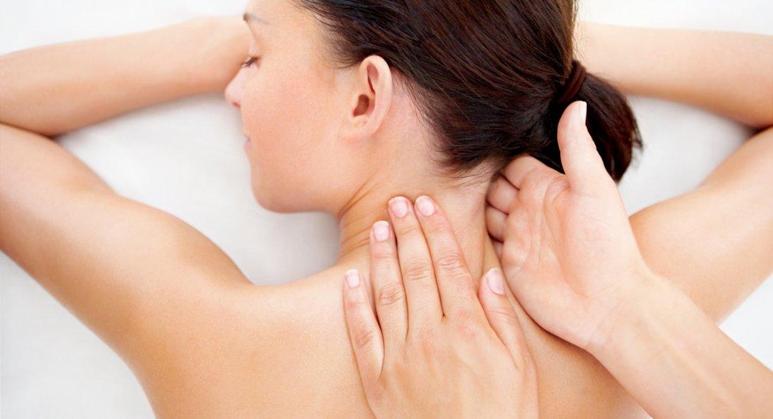 Убивство з необережності: в Чернігові масажистка скрутила шию клієнтці