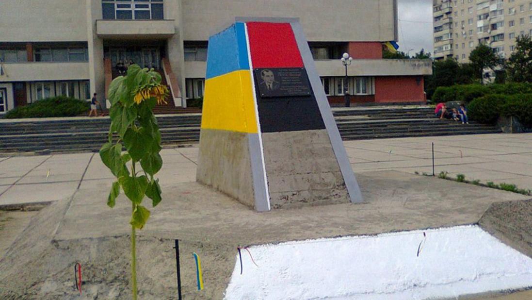 У Луцьку знесуть пам'ятник Бандері на площі Героїв Майдану