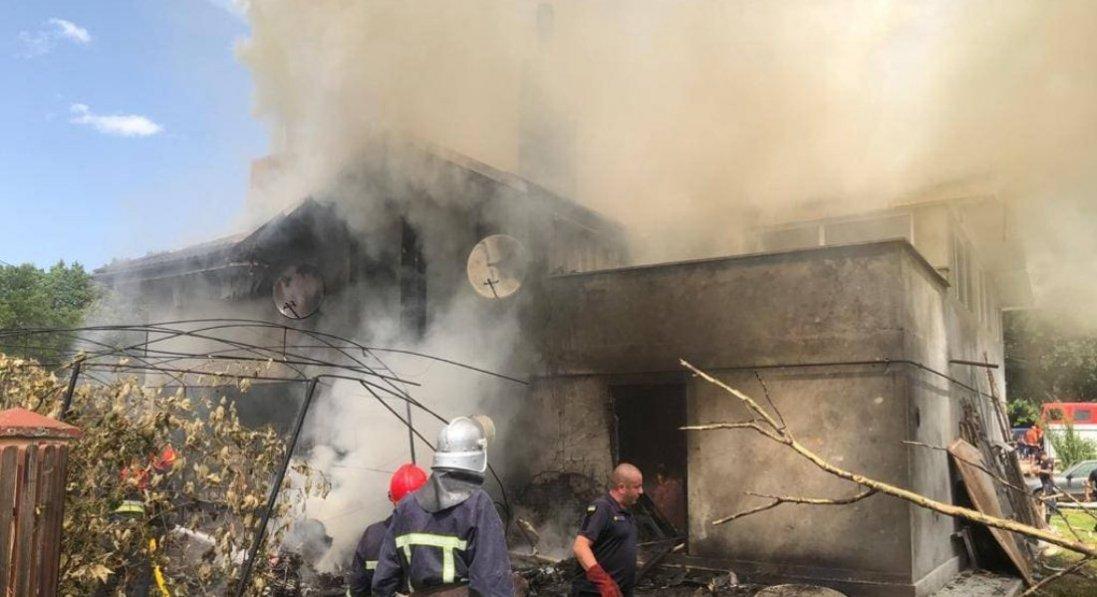 На Прикарпатті на приватний будинок впав літак: що відомо про загиблих