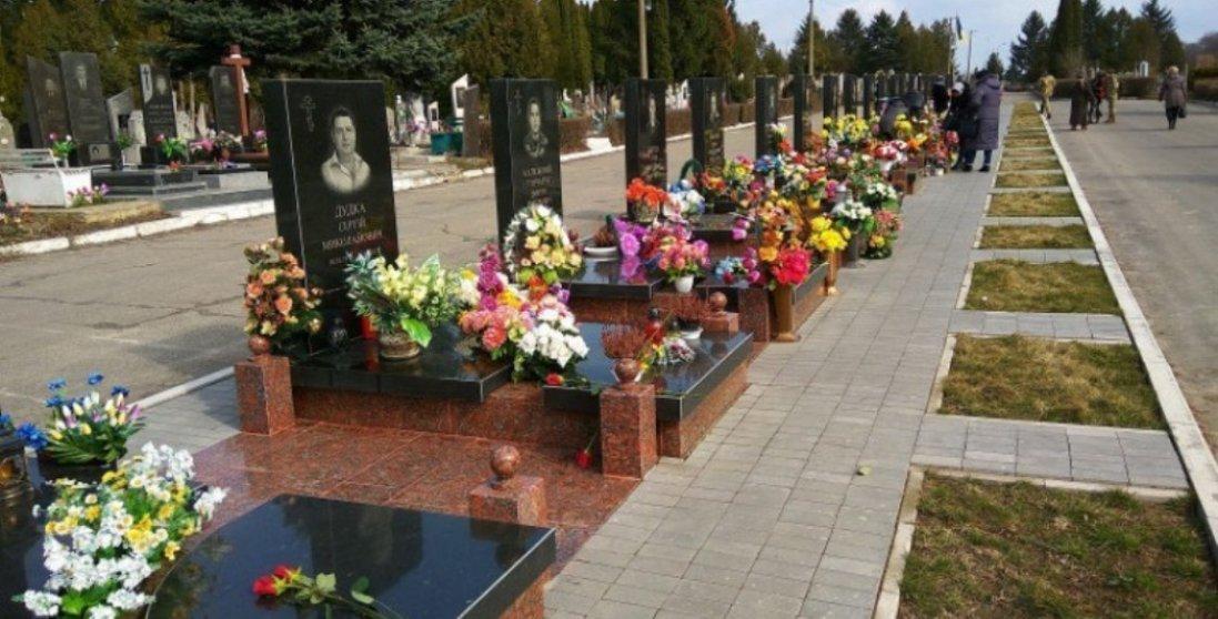 Для розширення кладовища у Гаразджі куплять три земельні ділянки
