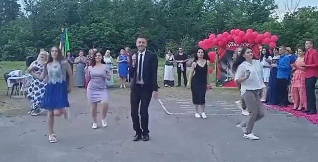 На Полтавщині вчитель підкорив танцем із випускниками