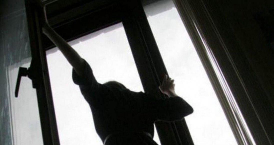 У Луцьку дівчина після вечірки випала з шостого поверху й померла: відомі подробиці