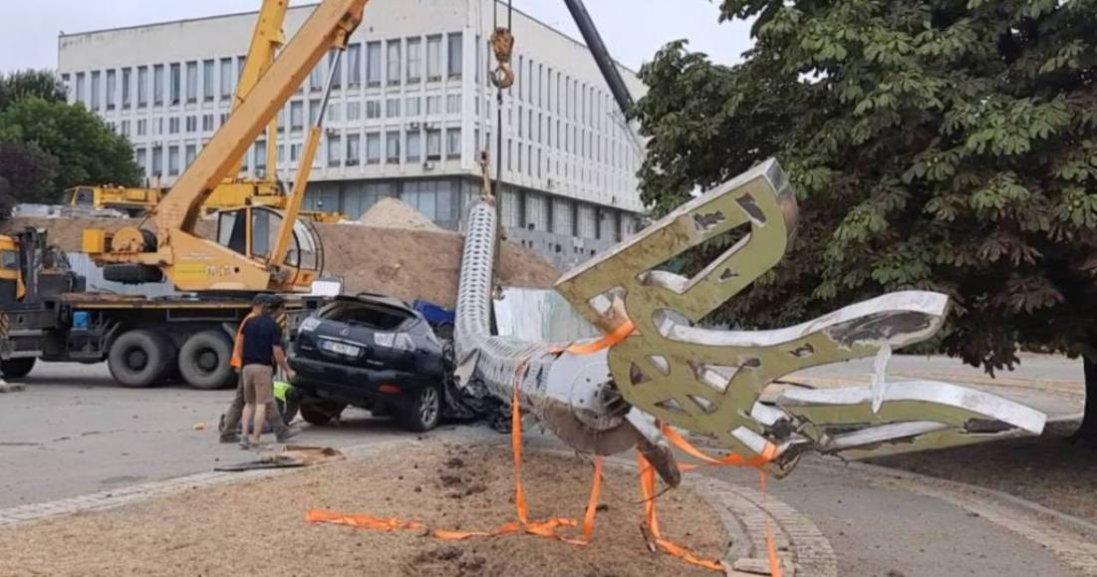 Падіння флагштоку в Херсоні: відкрили «кримінал»