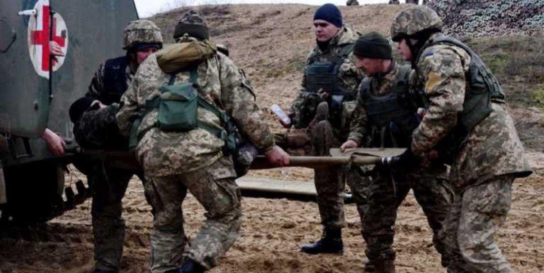 На Донбасі бойовики продовжують атакувати: постраждали семеро українських воїнів