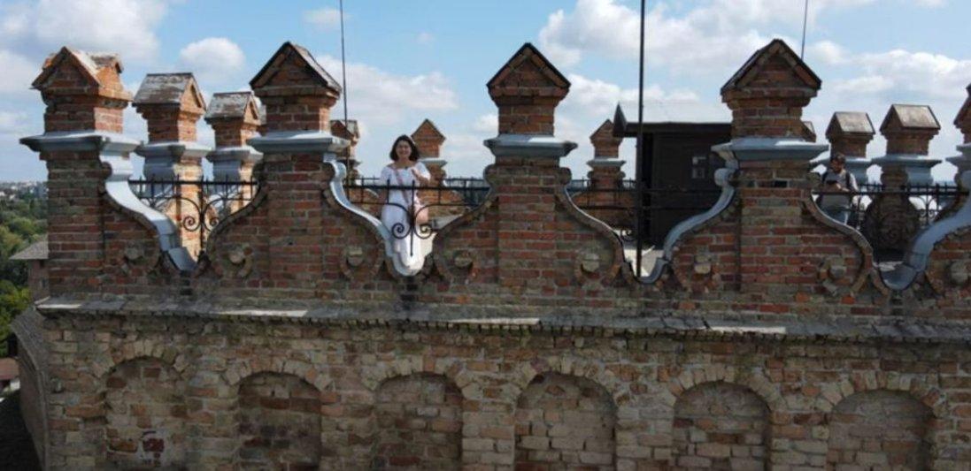 Луцьк, червоне озеро і улюблена піца Монатіка: тревел-блогерка зняла відео про Волинь