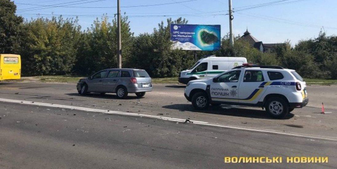 В Луцьку сталася ДТП: двоє людей постраждало