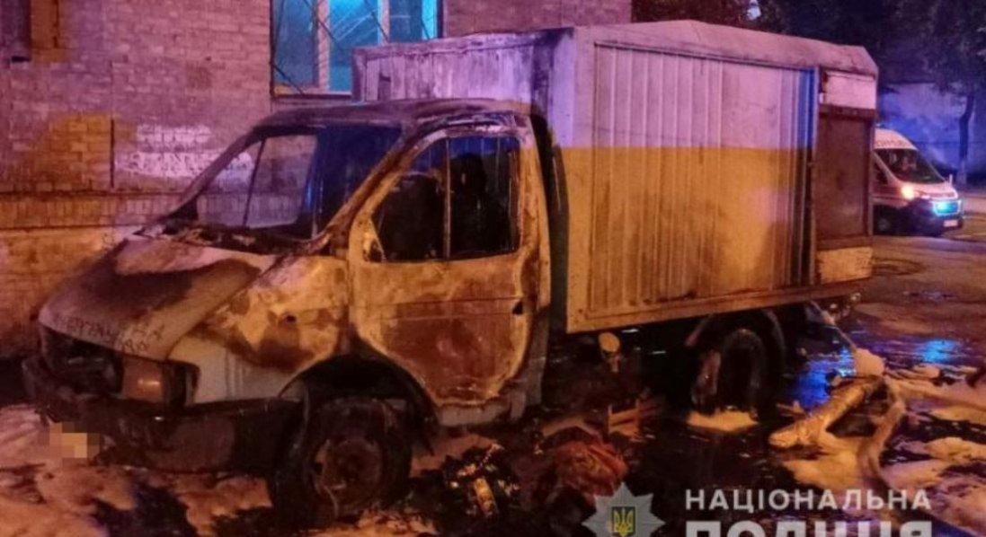 У Києві чоловік підпалив авто, бо воно було не так припарковане