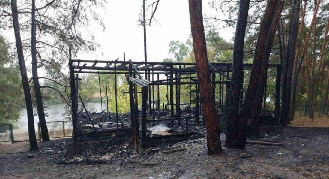 Біля Харкова - пожежа на базі відпочинку: є постраждалі