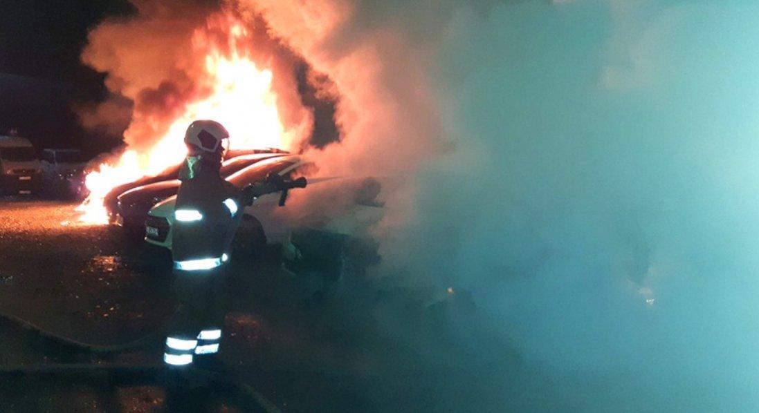 У Полтаві вночі згоріли 6 авто: йде розслідування