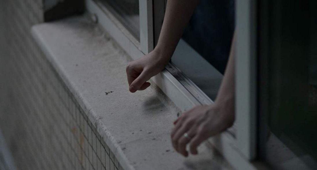 У Києві підліток стрибнула з 25 поверху, але патрульний зловив її