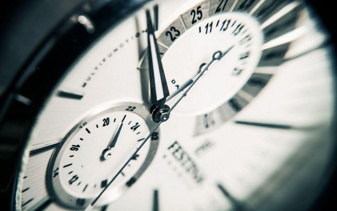 Коли переводять годинник на зимовий час 2021: дата та умови