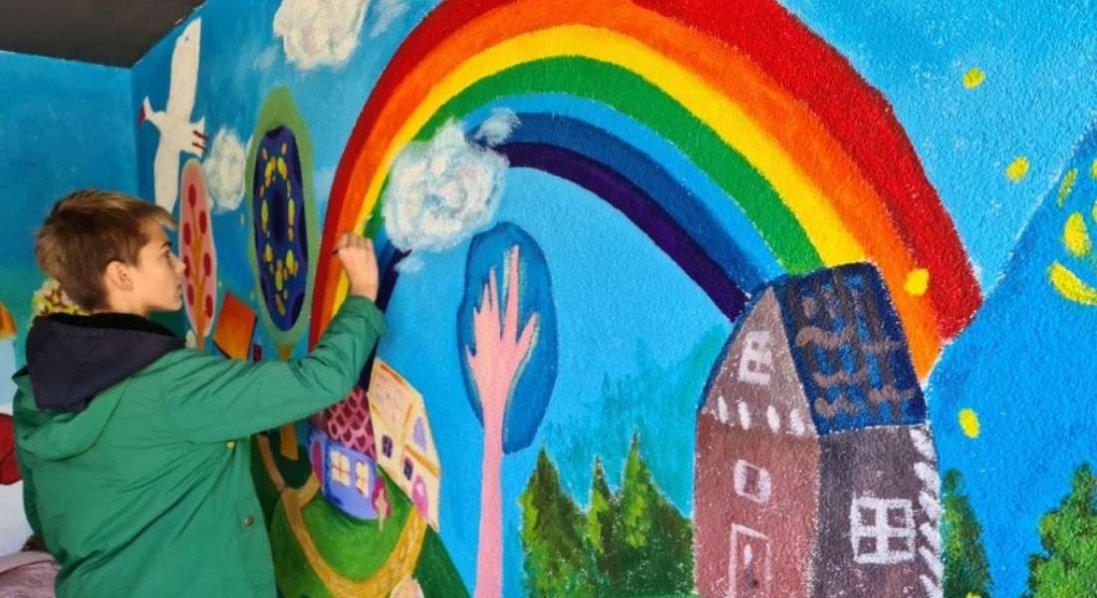 На Волині в одному із сіл зупинка «оживе» дитячими малюнками