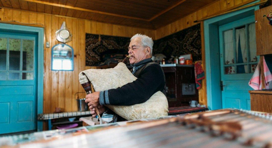У шість років змайстрував першу сопілку, а в 65-ть допоміг співачці Руслані виграти Євробачення