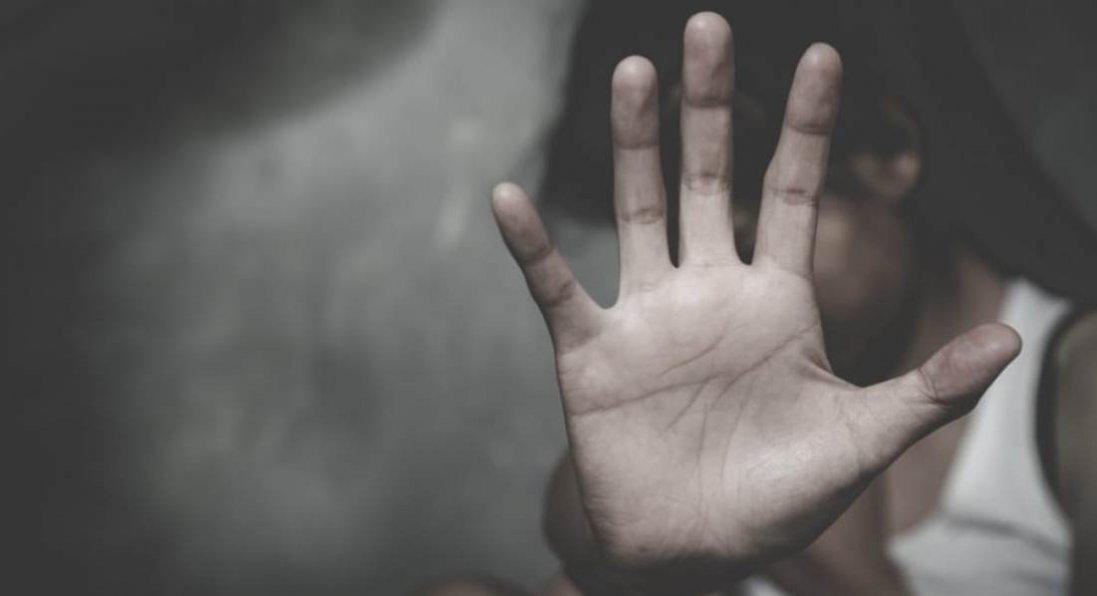 На Рівненщині чоловік ґвалтував дочку співмешканки та знімав це на відео
