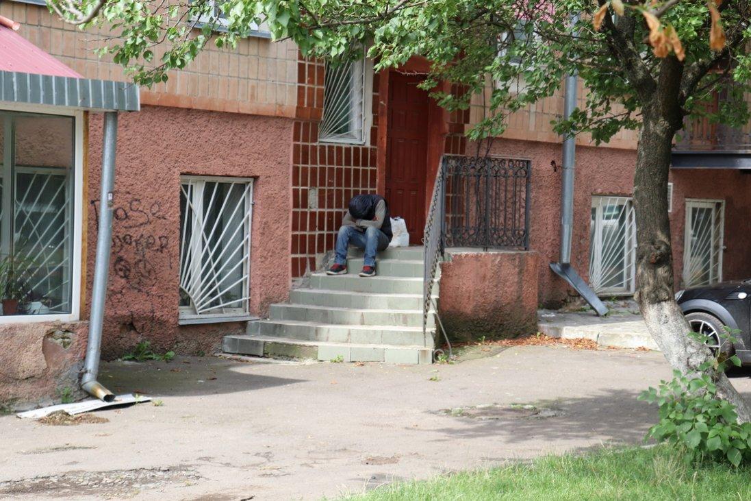 У Луцьку просто неба живе безпритульний нігерієць