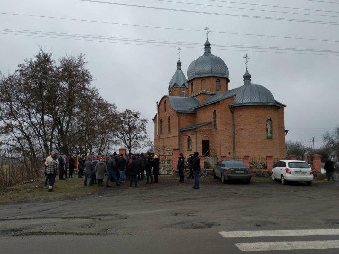У селі Кульчин триває релігійне протистояння між прихільниками ПЦУ та прибічниками УПЦ (МП) 5