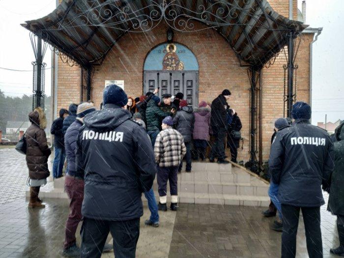 У селі Кульчин Ківерцівського району триває релігійне протистояння між прихильниками ПЦУ та прибічниками УПЦ(МП)8